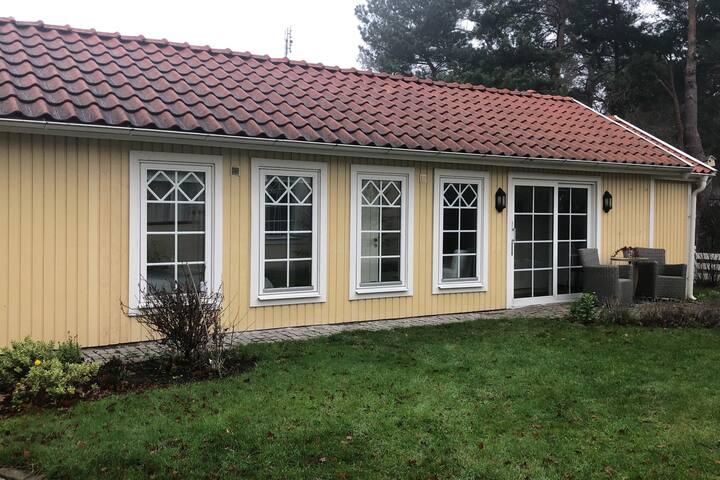 Mysigt gästhus med hotellkänsla mitt i Höllviken