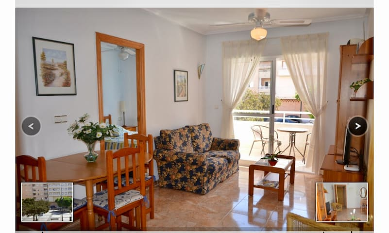 Cosy apartment overlooks Plaza close to town/beach