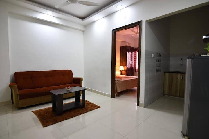 Entire 1 BHK ,couple friendly, 1 km frm forum mall