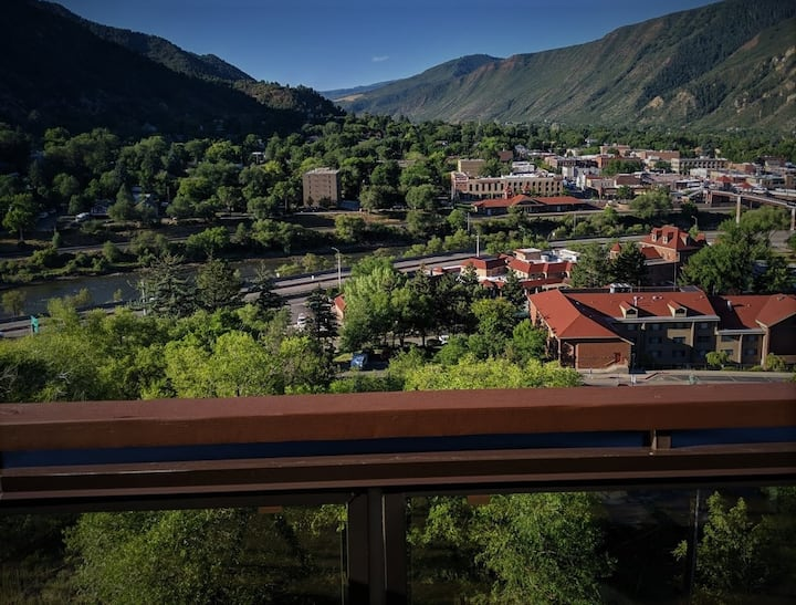 Best View in Glenwood Springs Hot Tub & Game Room