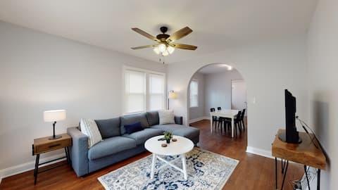 Updated 2 Bedroom House on Quiet Cul-de-sac