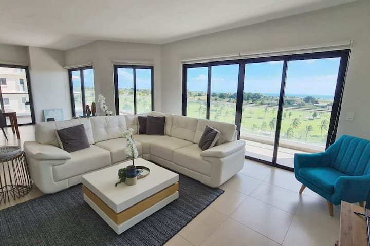 **Beautiful 3BdR Beach Apt Ideal for Families**