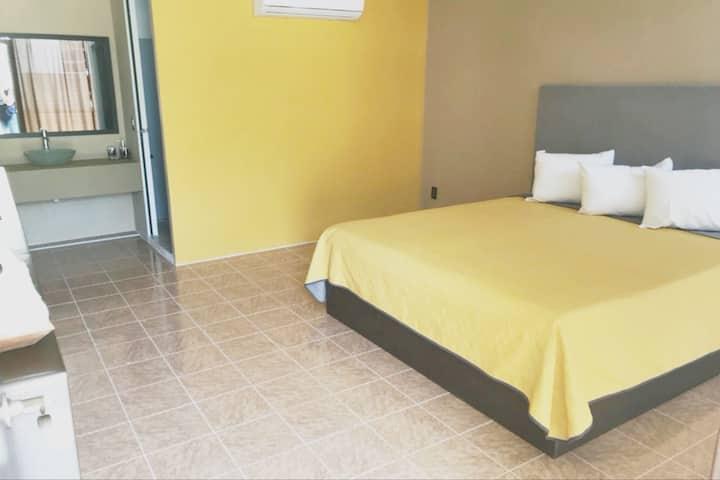 Habitación muy cómoda en Huatulco. Cama King Size