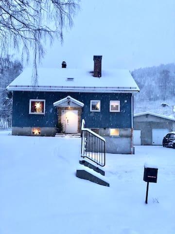 Blåa huset centralt i Järvsö
