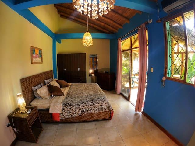 Habitación master con salida al  jardín, hermosa vista al despertar!