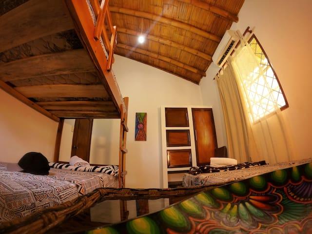 Habitación triple camas plaza y media con Aire acondicionado!