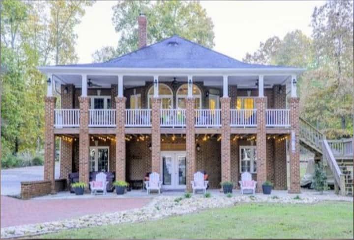 Beautiful Home on Main Lake Gaston!