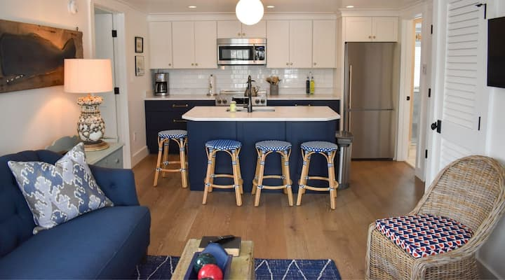 """Stars & Stripes"" Luxurious 2-BR at Cape Porpoise"