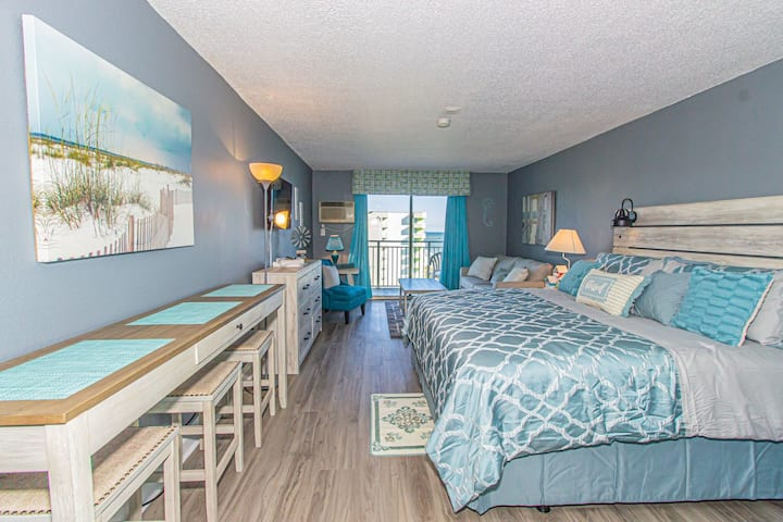 Renovated King Suite Perfect for 4! Sea Mist 51306