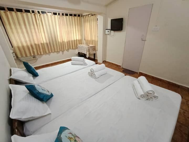 Tito's Lane Guest House Baga Beach Room 5
