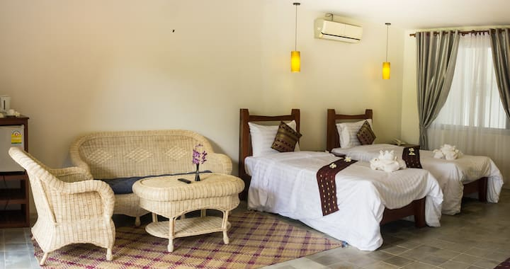 Double,Twin Room A/C Hot shower Cheap Monthly rate