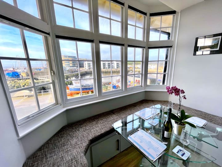 2 bed apartment overlooking harbour west bay