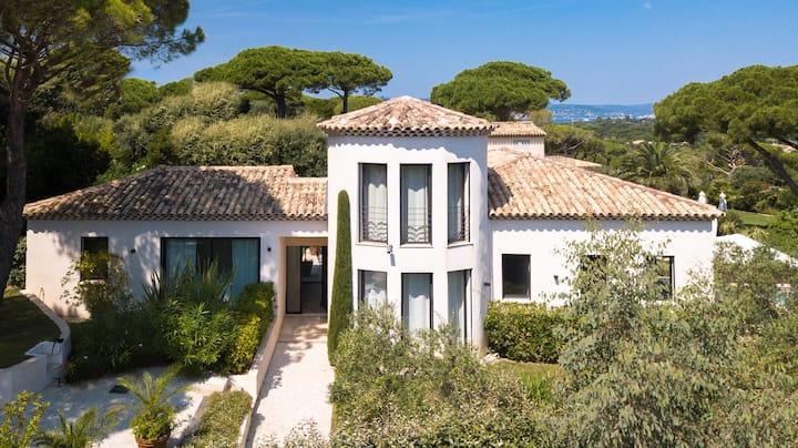 Villa Blanche Contemporaine avec vue mer