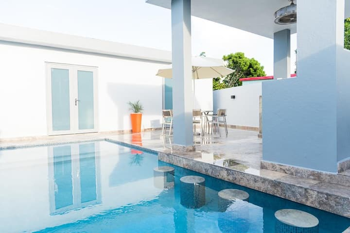 Valeka Suite-Private Heated Pool, 4m walk to Beach