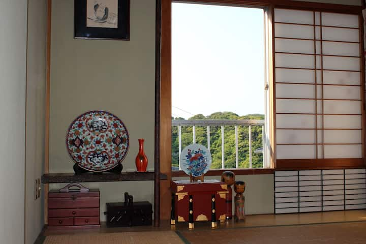鎌倉在住70年の夫婦宅にて鎌倉・稲村ケ崎ライフを体験しながらテレワーク(一人向)