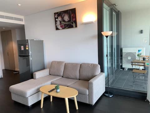 Modern ENTIRE apartment in Parramatta near station