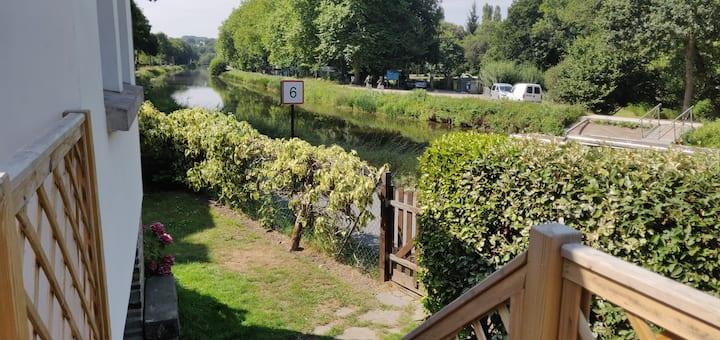 Maison Ti An Dour: Maison au bord du Canal