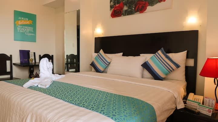 Modern King-sized Bed Boracay Room *POOL* ★★★★★