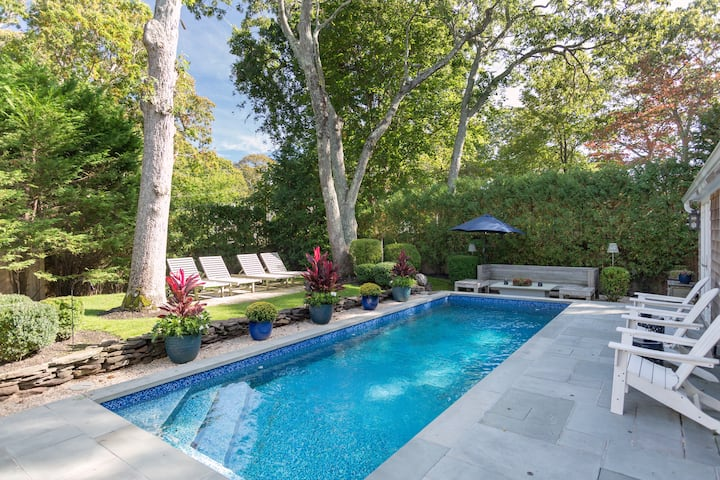 Fantastic 3 Bedroom 2.5 Bath Home w Heated Pool