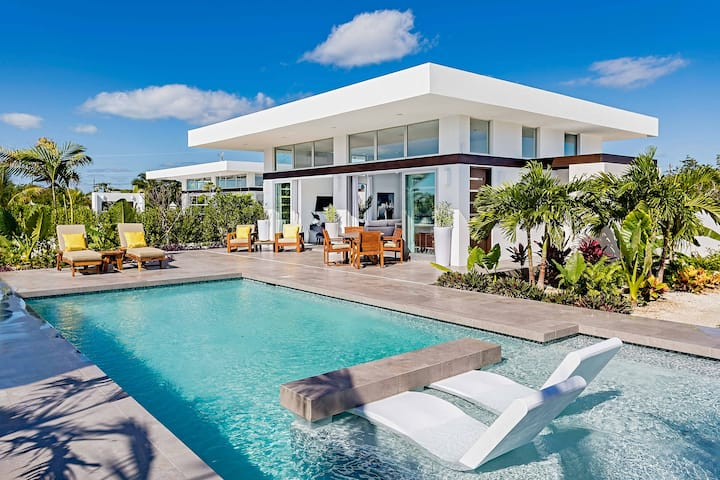 Large Modern Studio - White Villas Collection