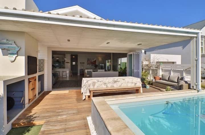 Paradise Beach House with Pool and Parking