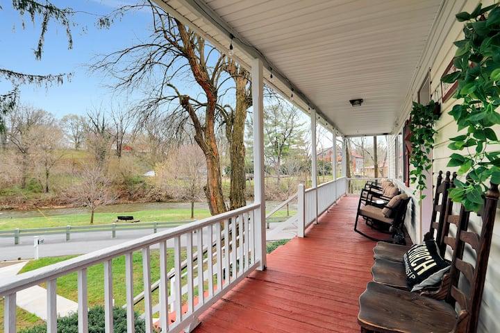 Hawksbill Home 3BR~Modern~Porch~Wifi~Pets