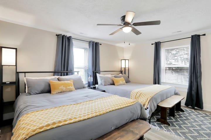 2nd Fl Bedroom (2 Queen Beds)