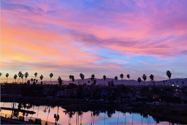 Marina Del Rey Studio w/ a View!!