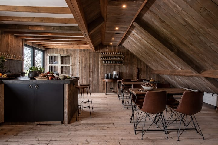 Private stylish eco barn for groups