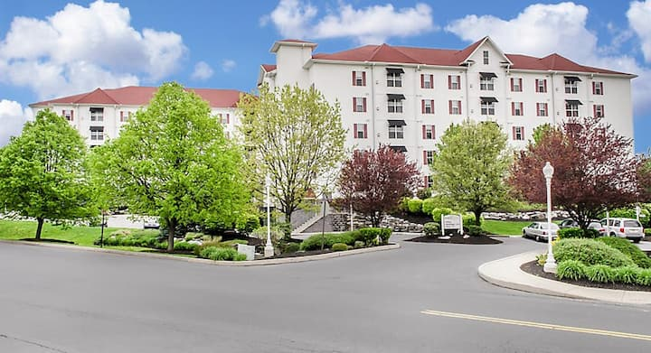 The Suites at Hershey, Timeshare Rental sleeps 8