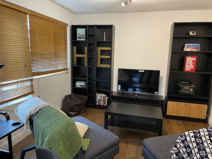Beautiful apartment right off of Broadway Market