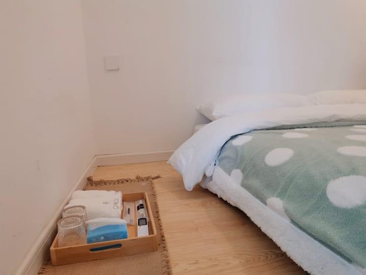 朴房「木吉ROM5」合租|超近地铁口|五室一厅两卫|乳胶床|大客厅|采光好|独立设计师