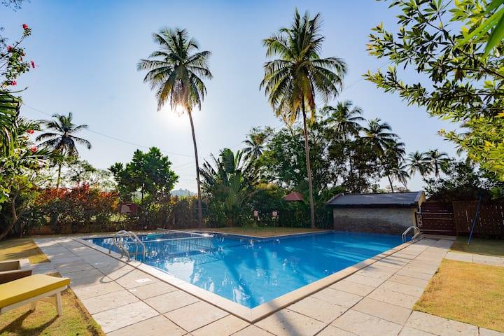 2BHK Luxury Pool view Apt - Candolim 5 min 2 beach