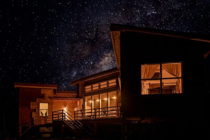 **GRAND OPENING**Boca de la Roca Mountain Lodge