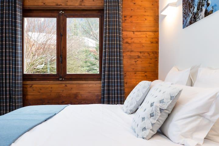 2 lits simples (possibilité de les rapprocher en lit double)