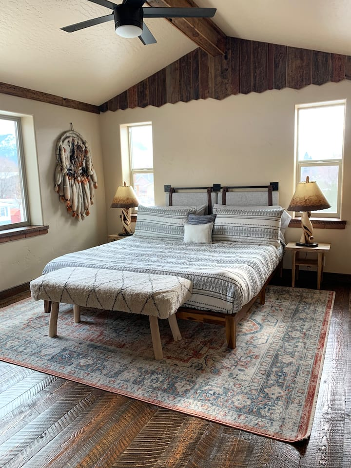 The Wooly Bungalow - Authentic Montana Getaway