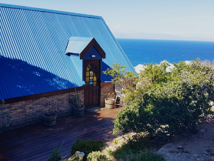 Quaint mountain retreat above Boulders Beach