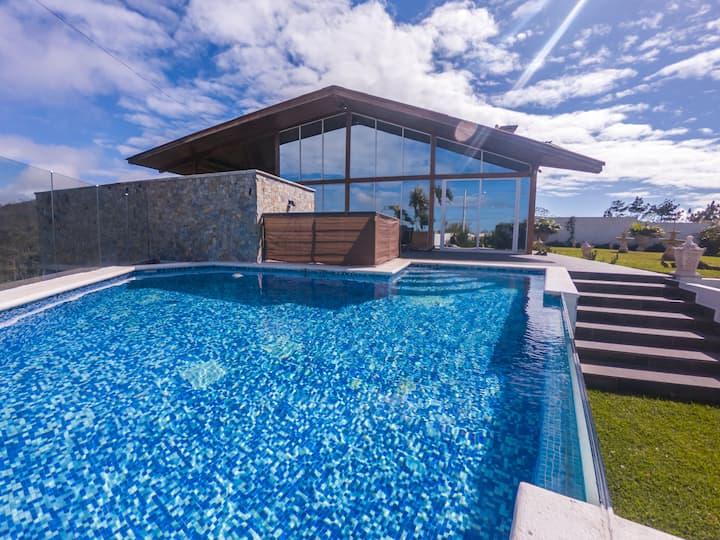 Wow ★ 5 Star Glass-Wall Design Villa & Heated Pool