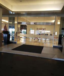 pintu masuk lobby ORCHAD,. lantai tidak ada pembatas dan tangga