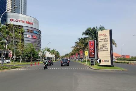 lokasi apartemen , bisa di mulai dari depan Pakuwon mall.. ikuti petunjuk arah menuju apartemen Orchard.   seperti gambar menuju ke belakang Pakuwon mall