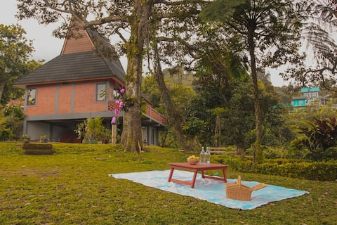 The Olive, Modern-Garden Villa 70min from Jakarta