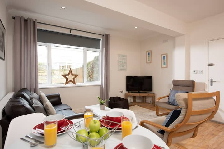 Family Apartment nr Mawgan Porth - sleeps 4