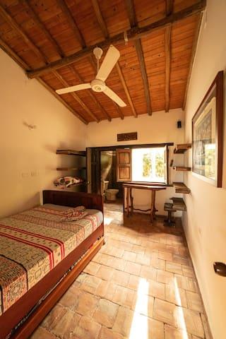 Habitación 2. Cama doble. Cama nido individual (3 personas)