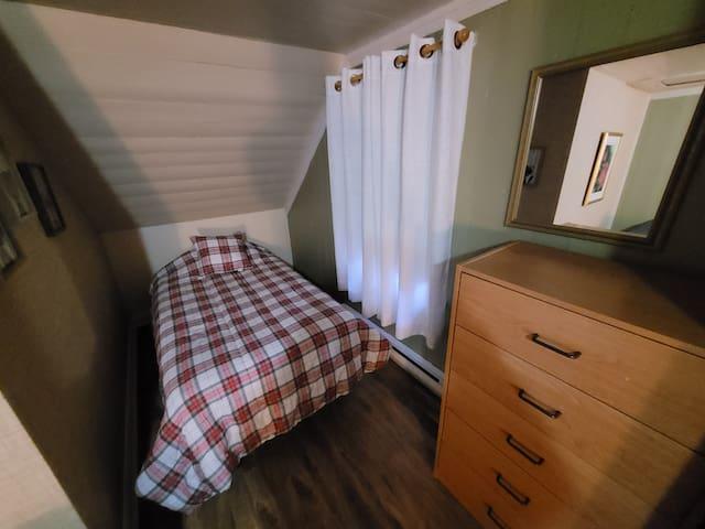 Chambre à l'étage, confortable