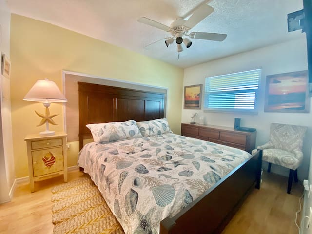 Relax in our 3rd bedroom sporting a king-size bed, overhead fan, and smart TV.