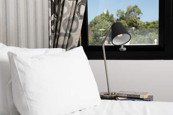 Boutique Hotel with MCG view $99 for Deluxe Rm1