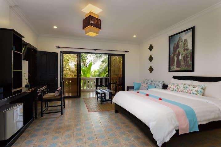 Queen Bed Room, first floor