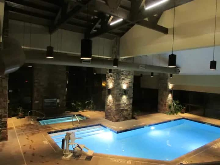 Cozy Mountain Studio. Perfect Ski Vacation getaway
