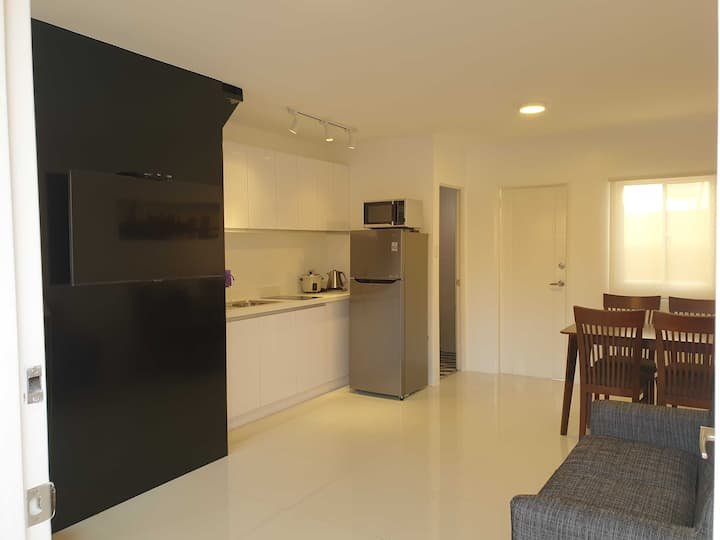 Lipa City 2BR House + Courtyard, Secure & Private