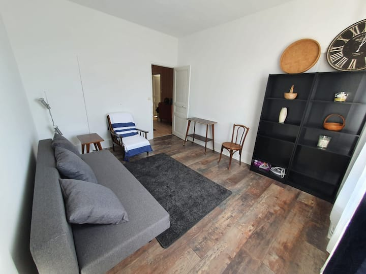2 bedroom flat in city center, close train station